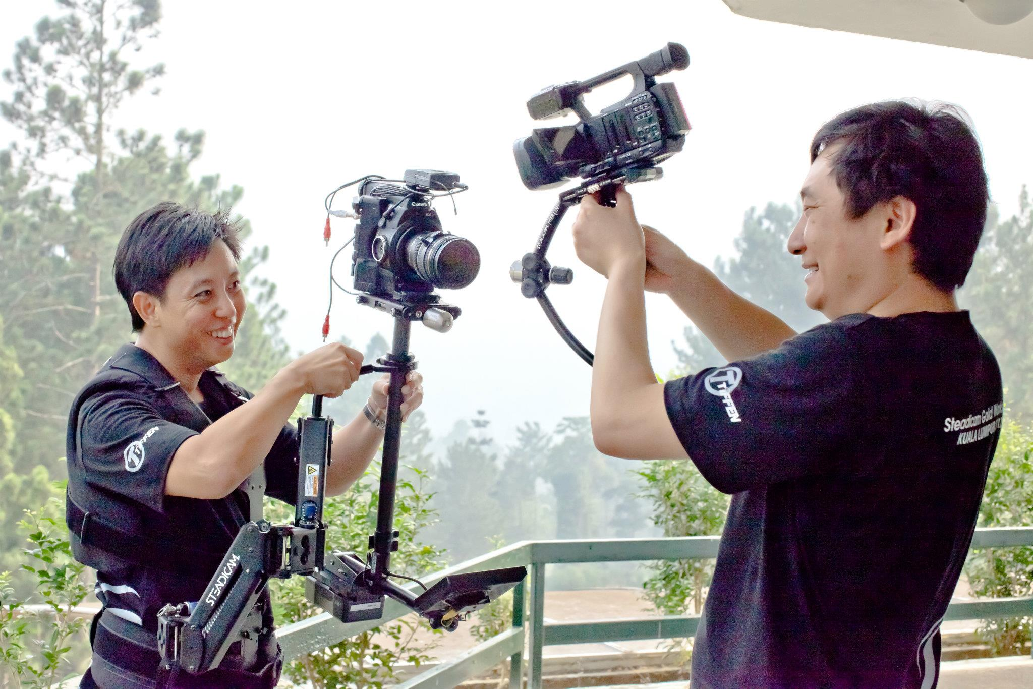 Let's see who booms highest. I'm using the lightweight Pilot carrying the Canon C300 while Dan (dslrnewsshooter.com) is flying the Merlin with an XF100. Picture by Herman Chiew.