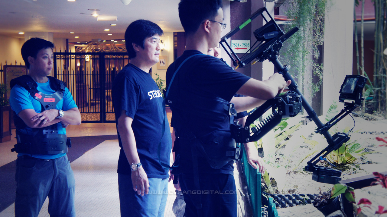 Instructor Park observes Zhong Wei's actions on the Steadicam Archer. I am already in a vest awaiting my turn. No time is wasted.