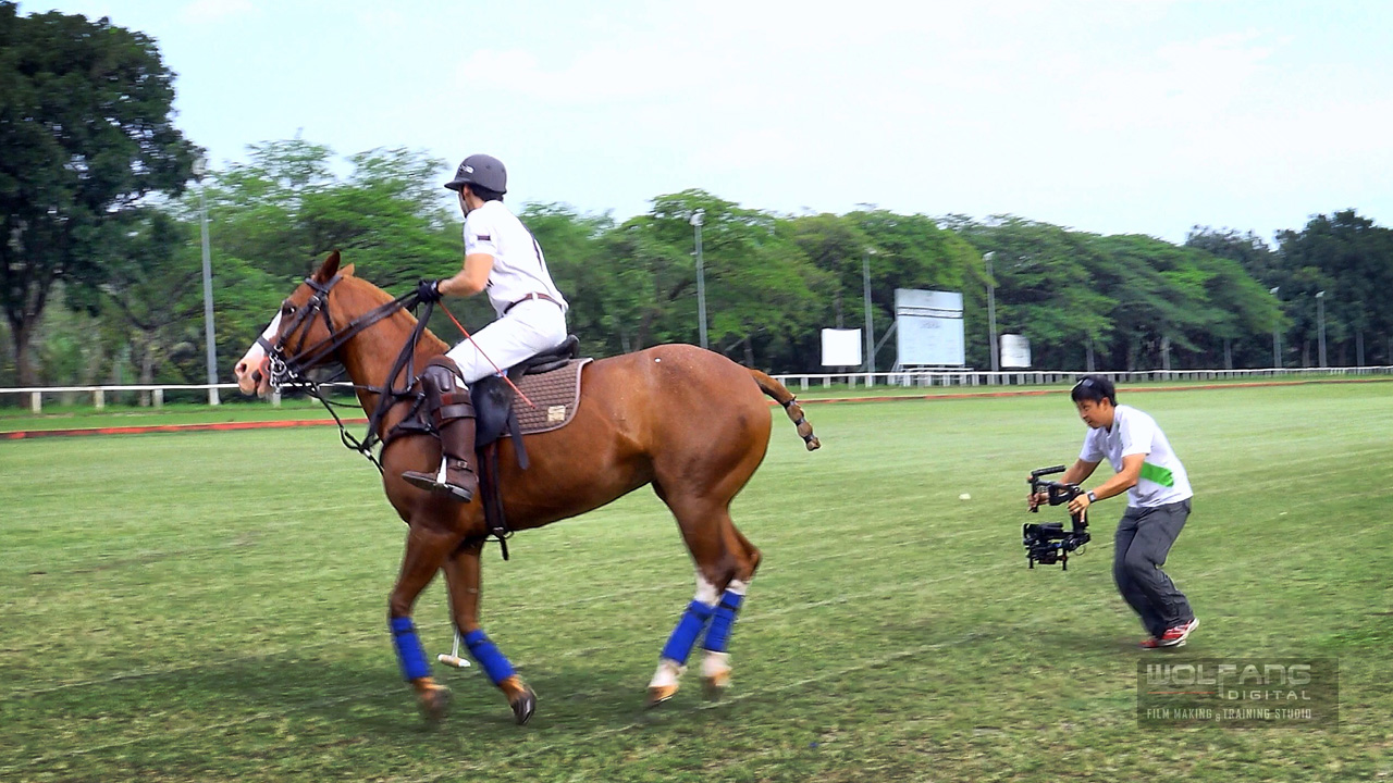 Ronin gimbal operator running after a horse during a polo promo video session