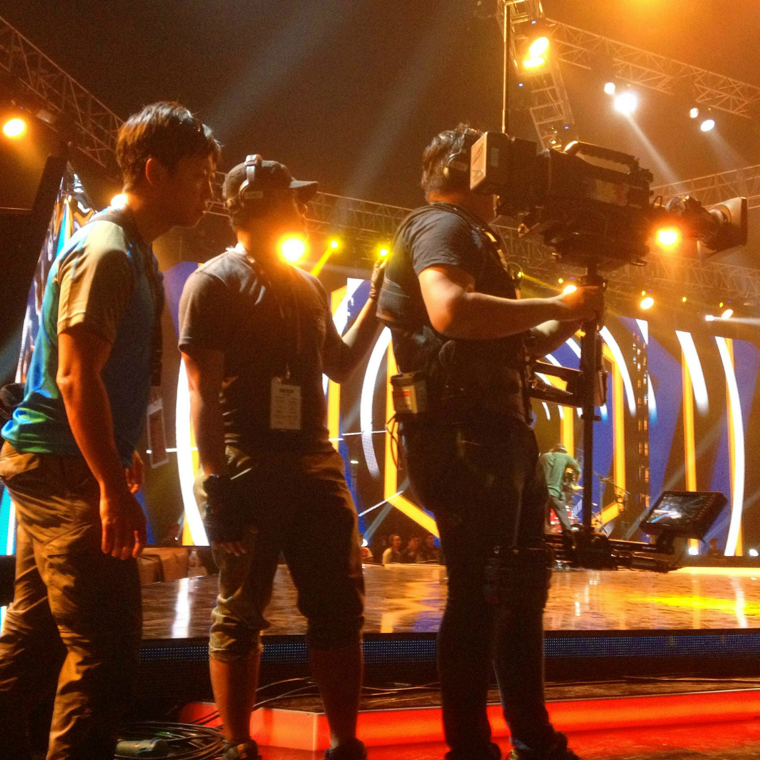 Keeping a close eye on my Steadicam team as we prepare to go live on national TV for Anugerah Juara Lagu.