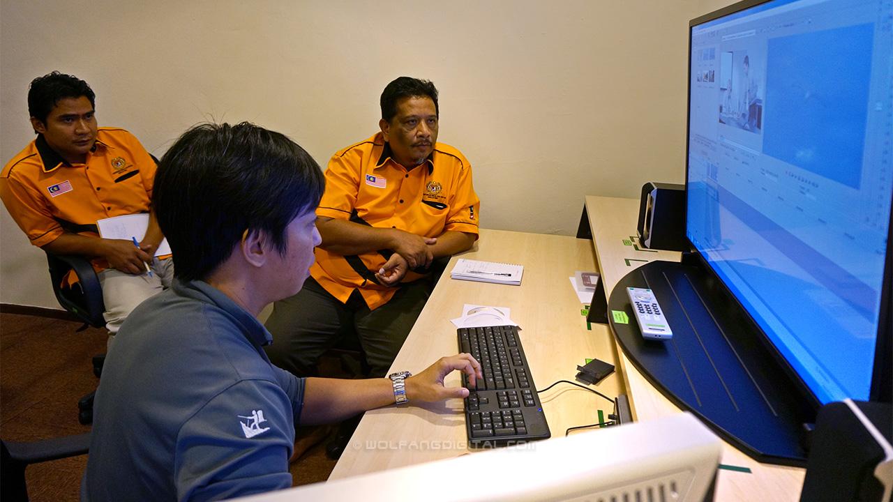 Lecturers from Institut Kemahiran Belia Negara learning Sony Vegas Pro