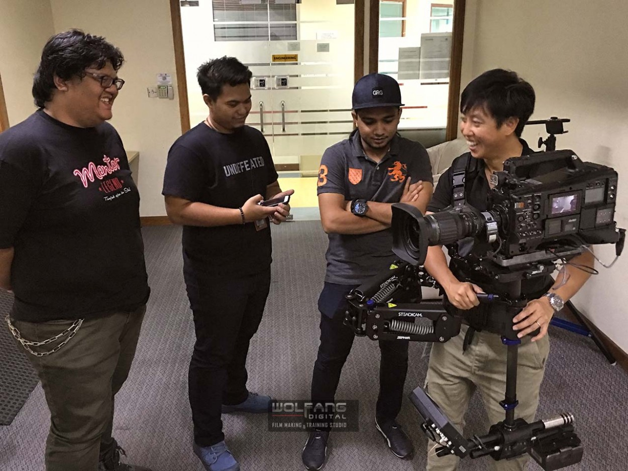 Baron Abas (Certified Steadicam Operator) teaches Steadicam skills to the camera crew at TV3, Malaysia