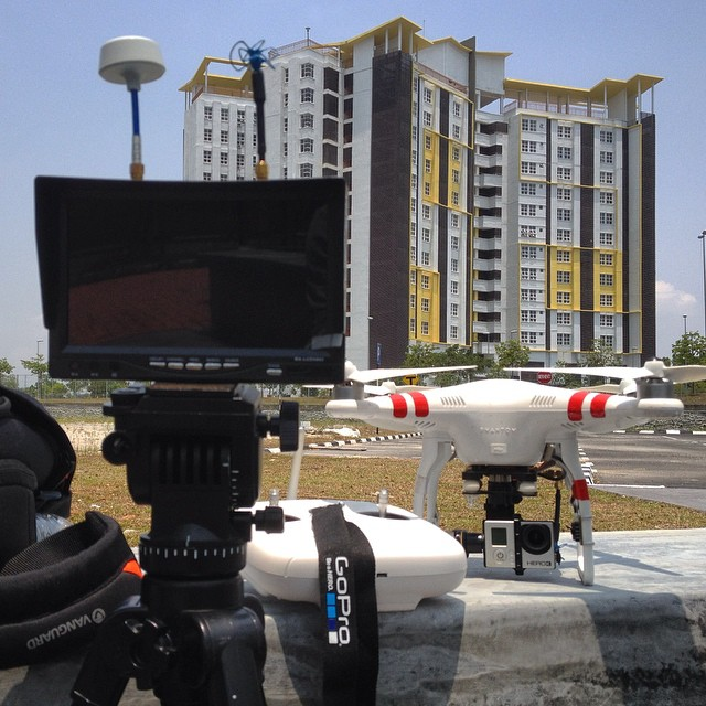 Warming up for mid day flight at EduCity, Johore for University of Southampton #malaysia #aerialvideography #dronevideos #phantom2 #gopro #goprohero3 #djiglobal
