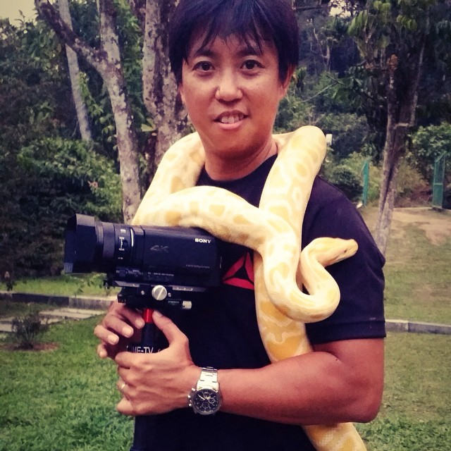 Sssssay hello to my new friend #kampungquest #adventure #onlocation #onset #filmlife #sony4k #sonyax100 #cinematographer #realityshow #malaysia