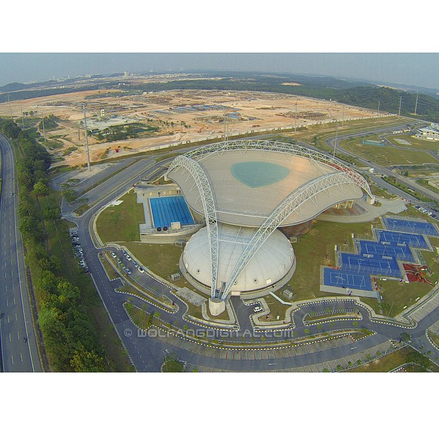 900 feet up, the EduCity Sports Complex could be mistaken for a spaceship #aerialvideography #aerial #drone #dronevideos #goprohero3 #gopro #filmmaking #onlocation @djiglobal #johor #iskandar #malaysia #educity