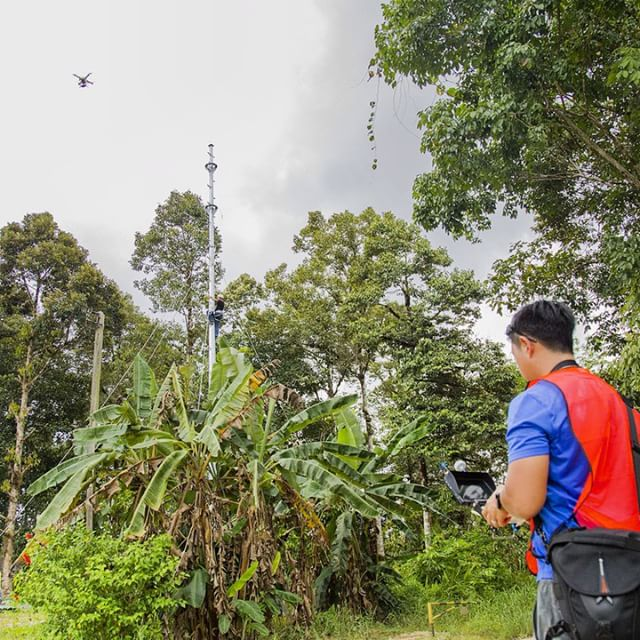 See that guy climbing that pole, this setup will provide mobile coverage to villages and longhouses for miles. Our job as filmmakers is to show the world it can be done #filmmaking #dronelife #uas #aerialvideo #djimoment #fpv #dronestagram