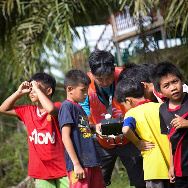 #borneo kids first time seeing their longhouse from the air. We are here to film how our client setup telecommunications in rural areas #aerials #filmmaking #dronelife #dronegear #sarawak #malaysia #fpv