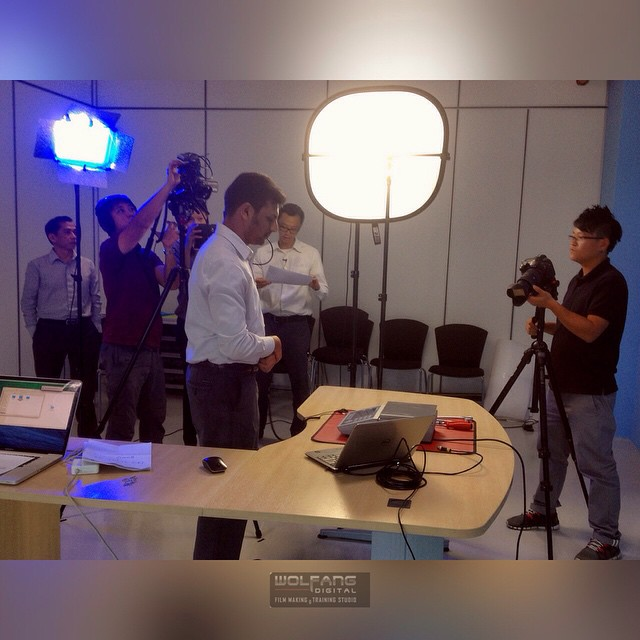 The effort we take to make something small look good. Filming a tutorial video for clients #corporatevideo #sonyax100 #videography